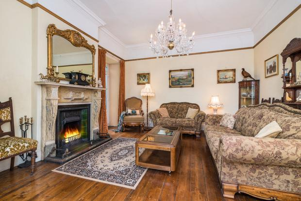 The drawing room with a fireplace