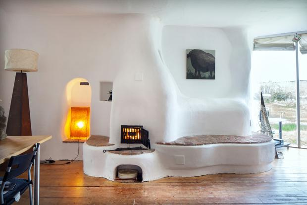 Curved walls give an inviting look