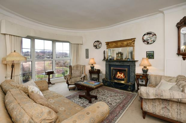 Carrigrohane Lodge's inviting living room