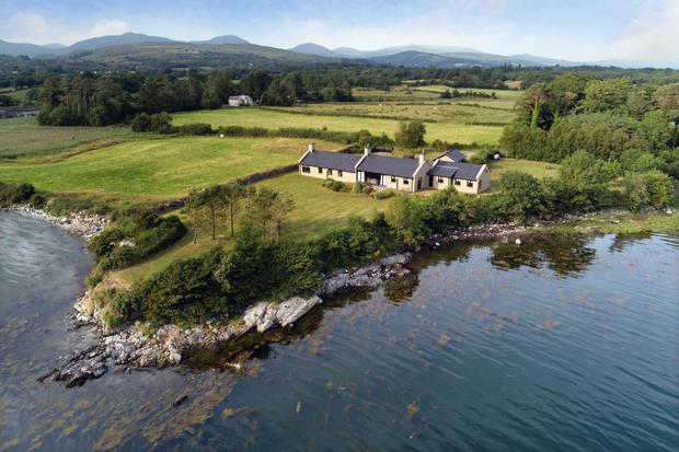 Doon Point sits right on Kenmare Bay and within a short distance of the town and with the Caha and McGillycuddy Reeks mountain ranges in the background