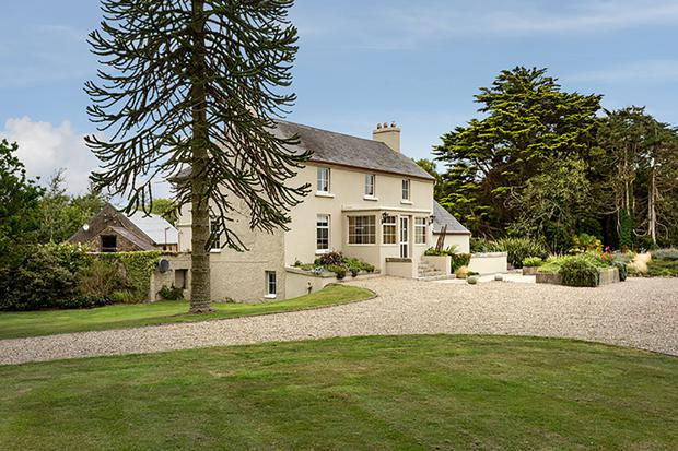 Ballyfinogue House is on 4.399 acres