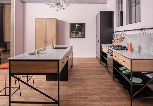 A free-standing kitchen can be made to measure, like this one by Damian Dowd Kitchens and Furniture, and you can also take it to your new home if you move. Photo: Andrzej Witkowski