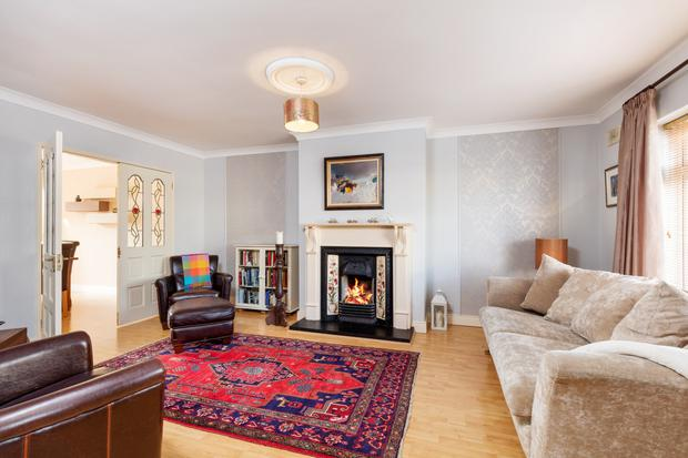 The sitting room with gas fireplace