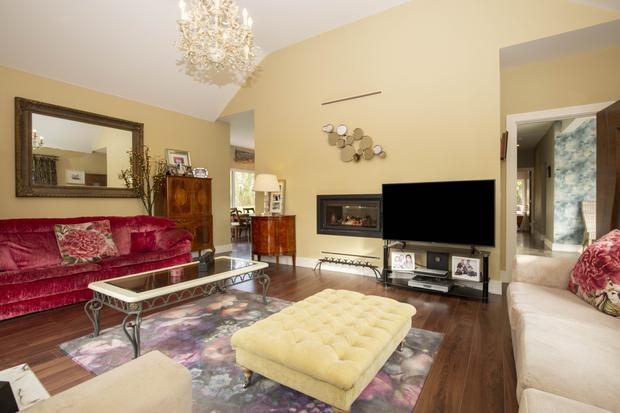 The living room is dual-aspect and has a vaulted ceiling