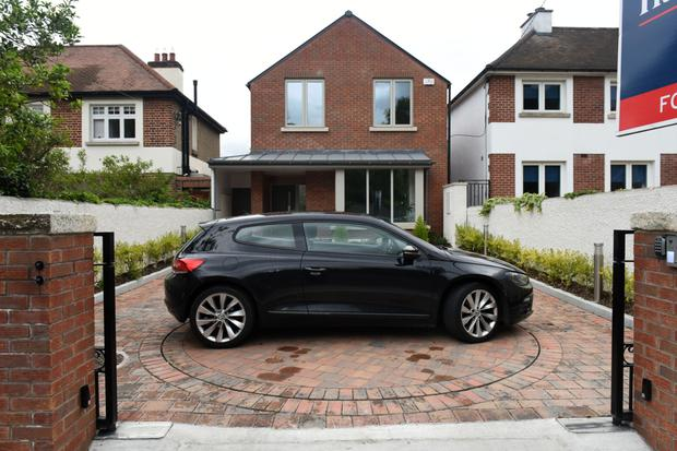 The car turntable at 104 Roebuck Road in Clonskeagh