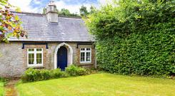 No2 Coogan's Cottages is set in mature gardens close to Powerscourt Golf Course