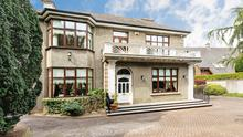 This 1930s residencewas upgraded in the 1990s, but retains many of its original features