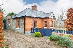 The red brick and cut-stone exterior of The Gate Lodge at Dundrum Castle