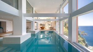 The indoor pool of the Nice mansion