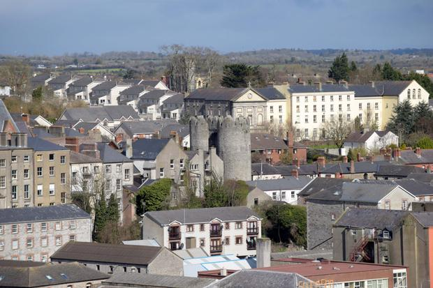 Drogheda town has a good mixture of modern architecture and historical  buildings. d10e15cf6b6
