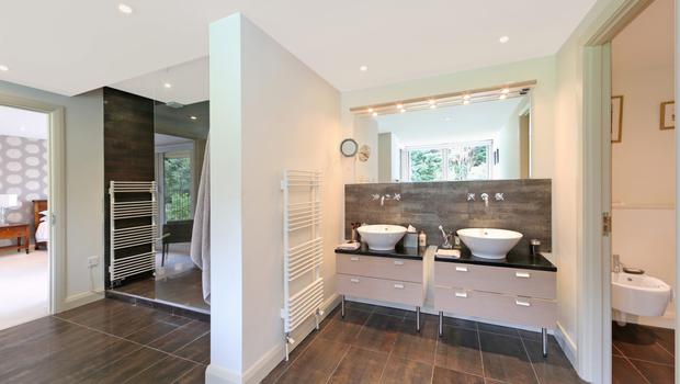 Farnham en-suite bathroom