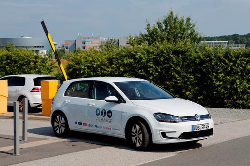 Futuristic: VW's electric Golf using the automatic V-Charge system