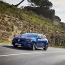The Megane is built on the same platform as the Kadjar crossover and has widened front/rear track.