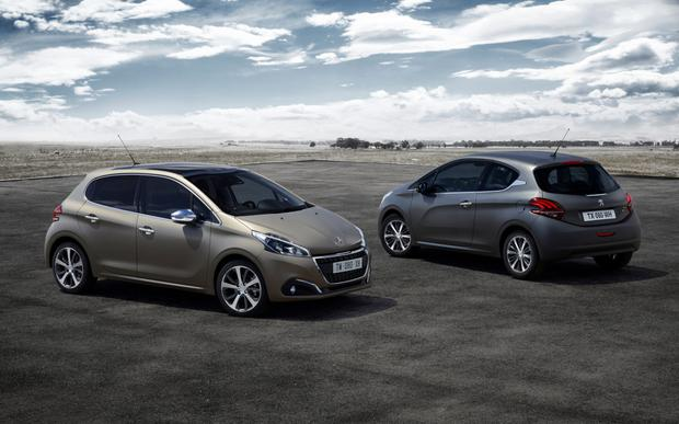 Peugeot 208 - shifting up a gear