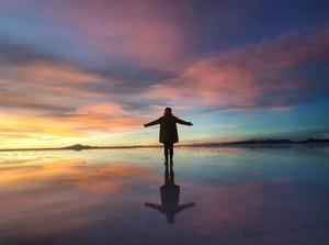 'The Salt Flats in Uyuni, Bolivia... Best sunset of [my] life,' says Paula Leavy.  Photo: Twitter / @Paula_Leavy