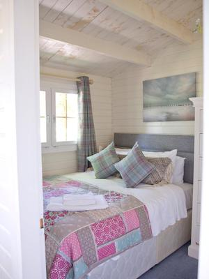 A bedroom in the Cosy Cabin at Dunbrody House