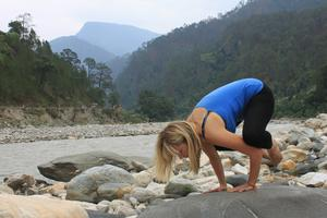 Deirdre doing yoga in the Indian Himalayas