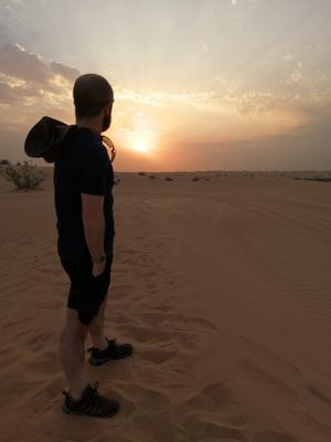 'Watching the sunset in the desert outside Dubai', Photo: Twitter / @jdscrubs27