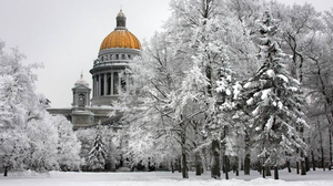 The golden dome of St Isaac's Cathedral in St Petersburg contrasts with the snow