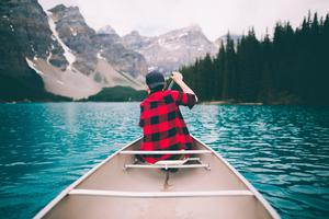 Canoeing in Banff. Photo:  Johannes Hohn/Canada Tourism Commission
