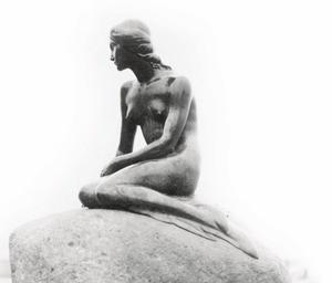 circa 1950:  A bronze cast statue of 'The Little Mermaid' at the entrance to the harbour in Copenhagen. It was erected in 1913, in honour of the Danish writer Hans Christian Anderson.  (Photo by Fox Photos/Getty Images)