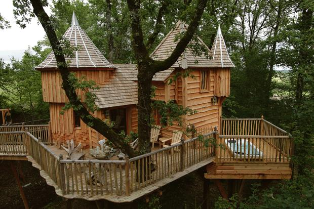 Luxurious tree house Jungle Chateaux Dans Les Arbres Independentie Take 5 Luxury Treehouse Escapes Independentie