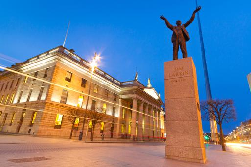 Dublin: GPO with statue of Jim Larkin