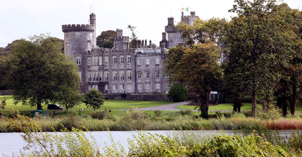 Agreement has been reached between a number of businessman Tony O'Reilly's creditors over a bank's efforts to get a priority charge over €2.7m worth of shares held for him in the Dromoland Castle holding company