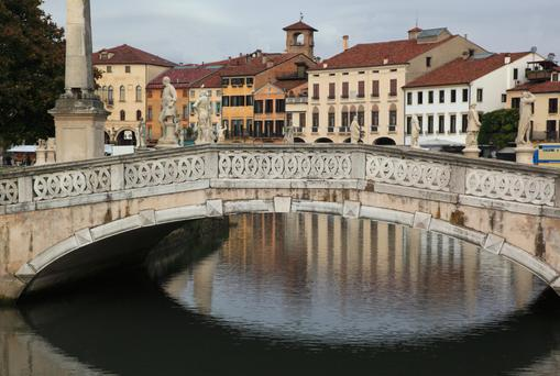 Walking tour: Padova city is lovely to walk. It has a mix of old town, thin, meandering streets and squares and modern boulevards, parks and trams