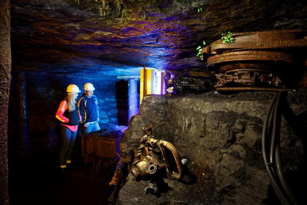 Couple_in_Arigna_Mines-L.jpg
