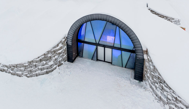 ICEHOTEL: Entrance to the Ice art hall for year-round ice experiences. Photo: Asaf Kliger / Icehotel.com