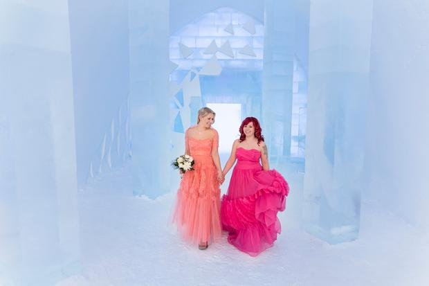 ICEHOTEL Wedding: Design by Elin Julin, Marjolein Vonk & Marinus Vroom. Photo: Paulina Holmgren / Icehotel.com