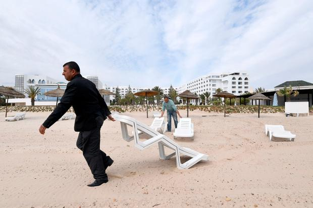 Tunisian employees set up deck chairs on the beach of the Imperial Merhaba Hotel in Port el-Kantaoui, on the outskirts of Sousse south of the capital Tunis on April 21, 2017. Photo: FETHI BELAID/AFP/Getty Images