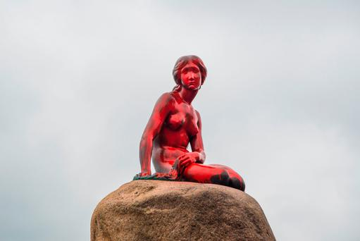 Copenhagen's The Little Mermaid is pictured after it was painted red on May 30, 2017. Photo: IDA MARIE ODGAARD/AFP/Getty Images