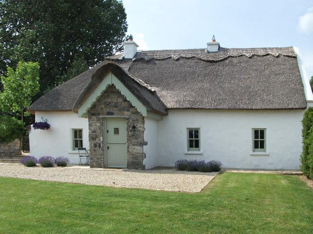 The Humble Daisy cottage near Woodford, Co. Galway
