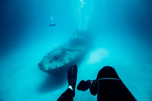 Divers and P31 wreck.jpg