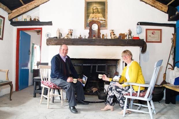 Nuala Mullaney meeting Pat Ward for tea at the 20th century replica cottage Pat has complete at Fox's Den in Co Sligo.(thebeachbarsligo.com)