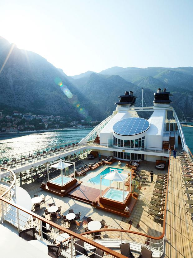 13-493-Seabourn-83-PoolOverall-013214.jpg