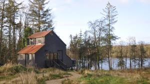 If you go down to the woods... A lodge at Cabü by the Lakes