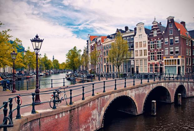 Amsterdam, an enticing and extraordinary little city