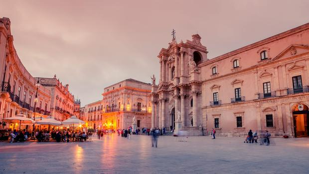 Syracuse, Sicily: the cathedral square in the sunset