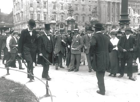 Irish nationalist politician John Dillon (1851-1927) and John Edward Redmond (1856 - 1918) leaving Buckingham Palace in London after the Home Rule for Ireland Conference. (Photo by Topical Press Agency/Getty Images)
