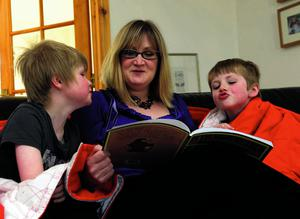 PACEMAKER BELFAST 15/05/2012   Heidi Scrimgeour  reads a bedtime time story to her son's Edan and Zac    PHOTO COLM LENAGHAN/PACEMAKER PRESS