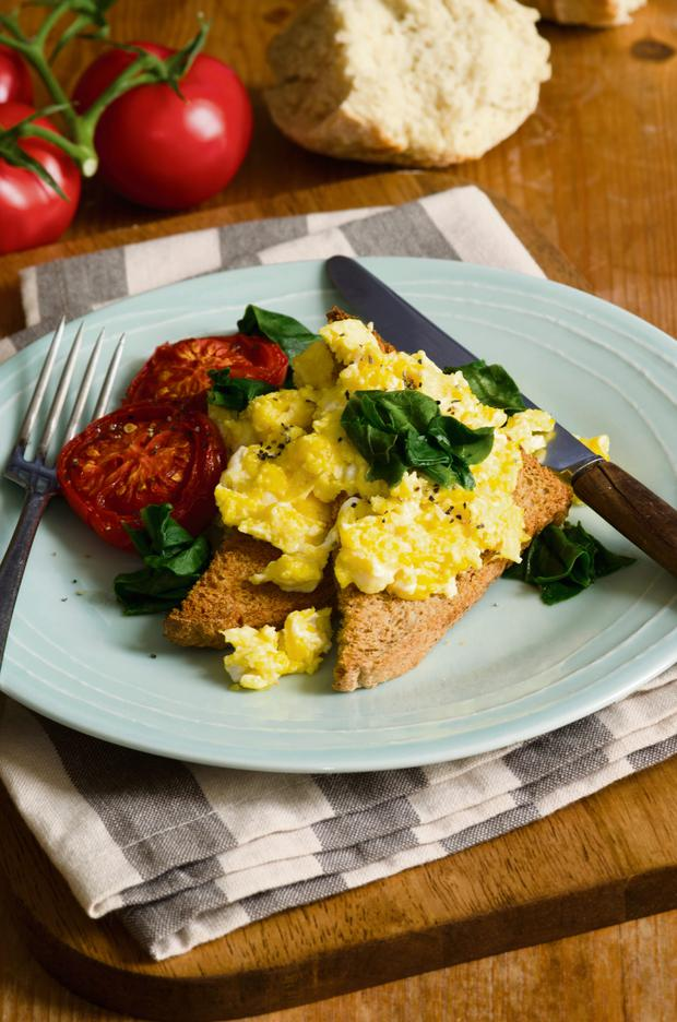 Scrambled eggs with grilled tomatoes and spinach