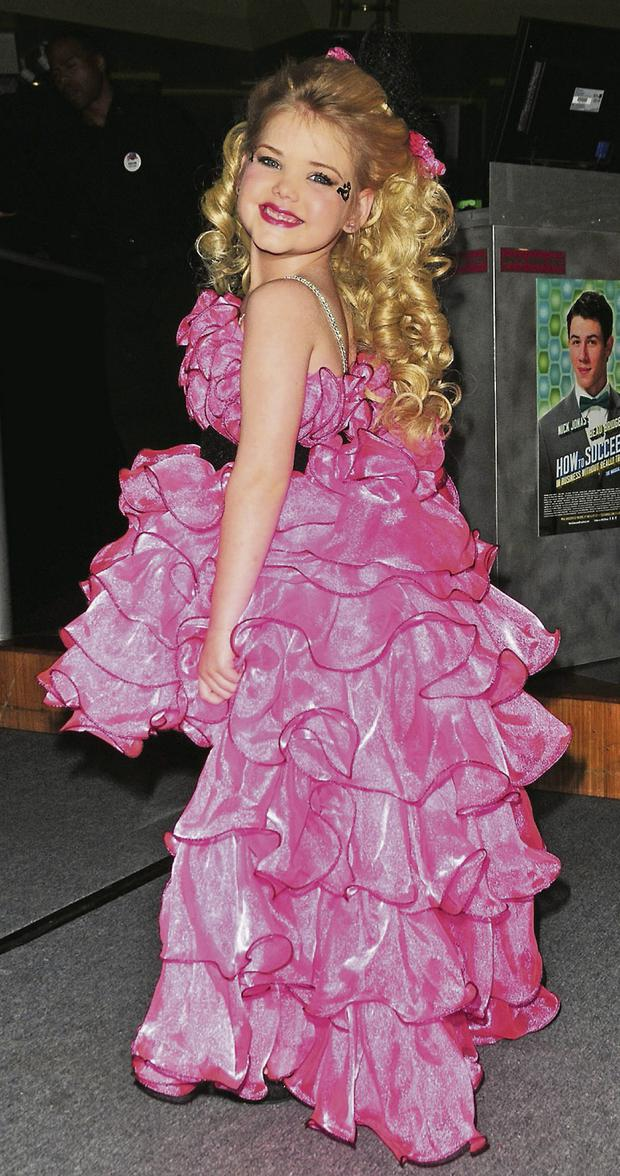 Christmas Beauty Pageant Outfits.Toddlers And Tiaras Is It Time To Ban Child Pageants