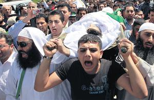 Syrian refugees shout slogans against Syria's leadership during a funeral in the Jordanian city of Al Ramtha