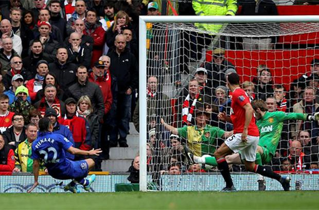 Steven Pienaar of Everton scores his team's fourth goal during the Barclays Premier League match between Manchester United and Everton at Old Trafford. Photo: Getty Images