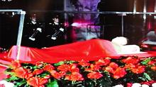 Kim Jong-il's body lies in state in a glass coffin in Pyongyang. Photo: Getty Images