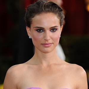 Natalie Portman stars as Emma in No Strings Attached