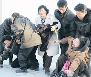 People in the North Korean capital of Pyongyang took to the streets to wail and throw themselves to the ground to show their sadness